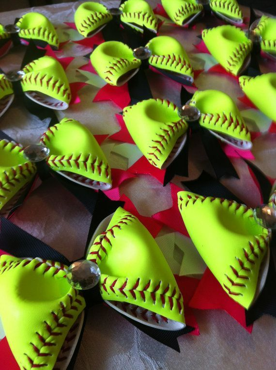 12 softball hair bows cool idea Use background colors to match your favorite team! (Also can be made with base ball)