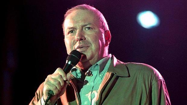 Su agente indicó que ha fallecido en el hospital de Daytona Beach (Florida), donde fue trasladado tras sufrir un paro cardíaco.  Muere a los 72 años Frank Sinatra Jr., hijo del legendario cantante Su agente indicó que ha fallecido en el hospital de Daytona Beach (Florida), donde fue trasladado tras sufrir un paro cardíaco