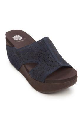 Yellow Box Women's Sawyer Platform Flip Flop Sandalss - Navy - 8.5M
