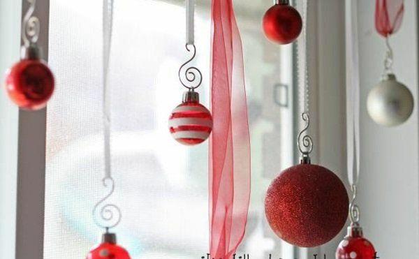 bastelideen Fenster Weihnachtsdeko rot kugel muster