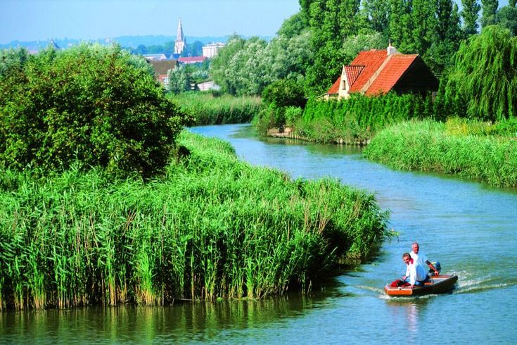 GREAT VIDEO: DIscover Nord-Pas de Calais in France  A young and dynamic region full of luminous charm, the Nord-Pas de Calais region welcomes you into a whirlwind of festivals, of history and of culture.