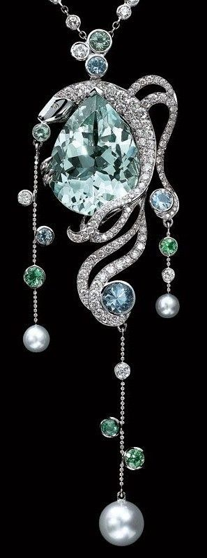 Lorenz Bäumer 18K white gold pendant set with diamonds and pearls