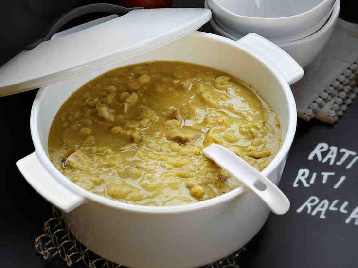 Hitaasti haudutettava perinteinen hernekeitto syntyy kuivatuista herneistä ja porsaan suolalavasta.