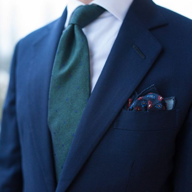 For once a bit of British tailoring in my wardrobe… Do you also favour green with blue? I find it a natural and harmonious match. #wiwt #lookbook #apparel #mnswr #menswear #igfashion #guyswithstyle...