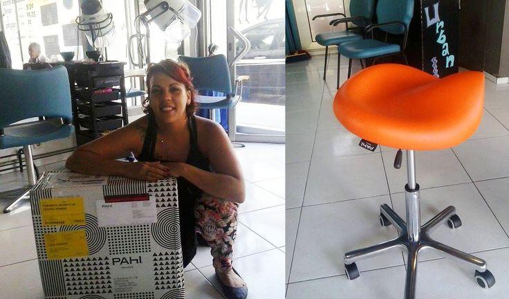"""Entregado el taburete de peluquería Jockey a Laura Fernández Morales, ganadora del concurso """"Qué significa para ti ser peluquero"""". Un Jockey fabricado con el color y tapizado que ella misma eligió. ¡Enhorabuena de nuevo!"""