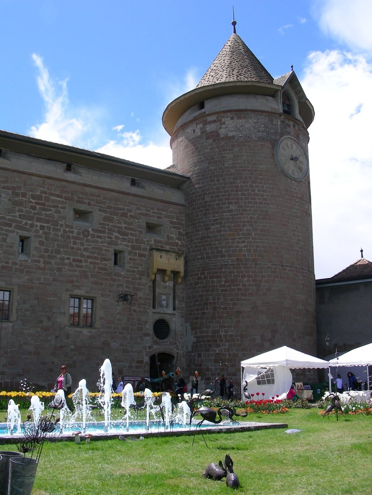 13th Salon UNIcréa opens at the Château de Morges