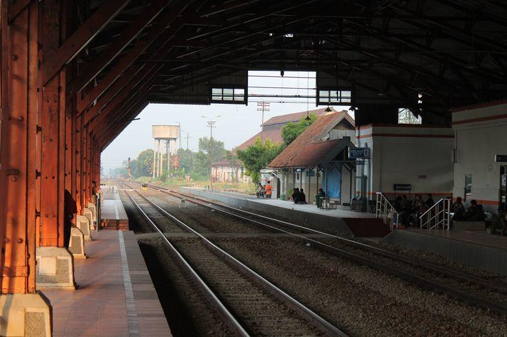 Track 1 & 2 of Pekalongan Train Station by Yusuf Fahmi Adiputera on 500px