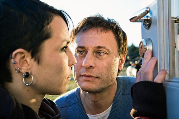 De eerste verfilming van de Millennium-trilogie is van de Zweedse regisseur Oplev met Michael Nyqvist in de rol van Mikael Blomkvist en Noomi Rapace als Lisbeth Salander. Lees het interview.