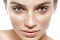 I rimedi più efficaci per curare la nostra bellezza sono quelli realizzati con il 'fai da te'. Avevate mai pensato che il latte potesse essere utilizzato per idratare ed esfoliare la pelle? Scopriamo come fare.