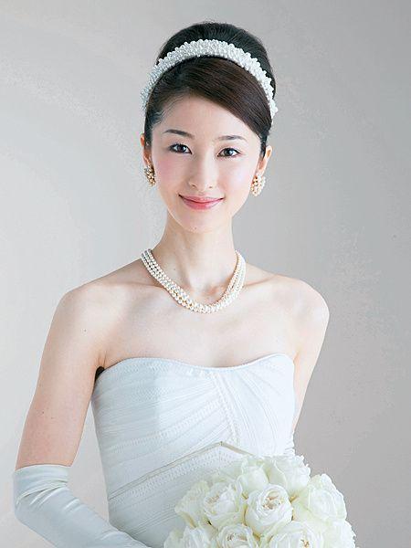 清楚な印象のボンネでプリンセスのようなノーブルな花嫁に ヘアメイクカタログ ザ・ウエディング