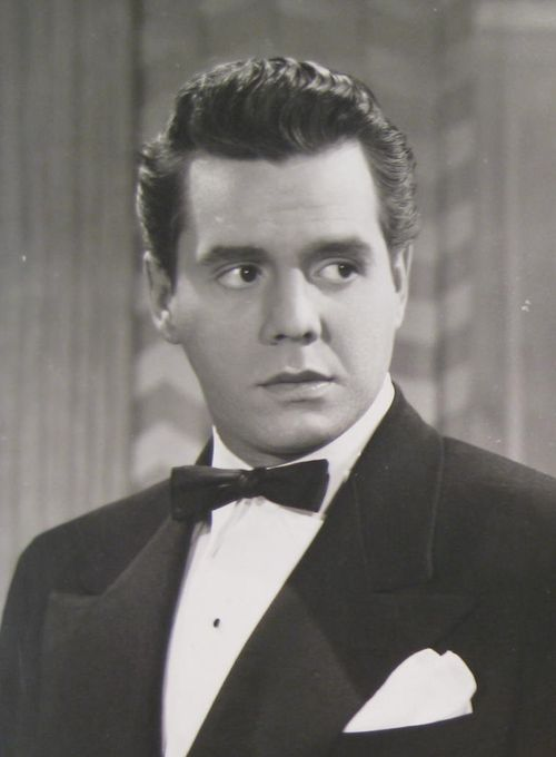 Desi Arnaz, so handsome!
