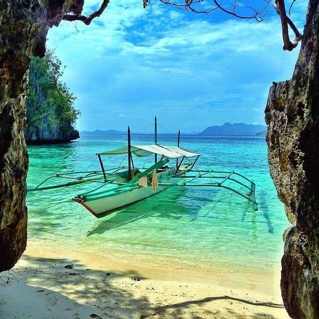 Isla Coron, Filipinas #isla #coron #Filipinas http://www.pandabuzz.com/es/imagen-ensueno-del-dia/laguna-arrecife-isla-coron-filipinas