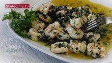 Krewetki w sosie  - skropić cytryną, można posypać świeżą pietruszką -  nie smażyć jej,     a do oliwy dodać trochę masła klarowanego