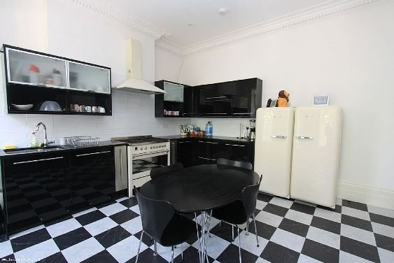 The House Where Amy Winehouse Lived–And Died–Now Up For Sale | Awesome kitchen!!!