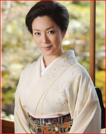 白い着物の若村麻由美