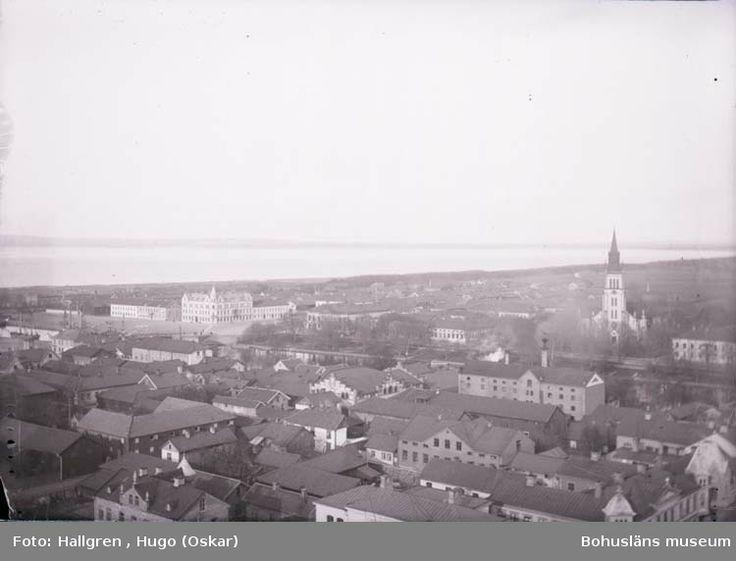"""Digitalt Museum - Utsikt från vattentornet över Lidköpings centrum med kyrkan. Enligt text som medföljde bilden: """"Utsikt fr. Vattentornet."""""""