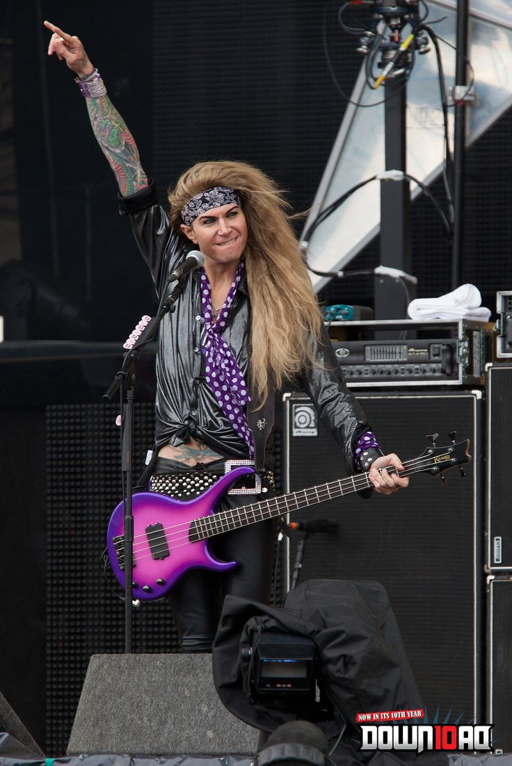http://www.youtube.com/watch?v=tCpuxQFMZaY=youtu.be < Steel Panther Interactive Video !!