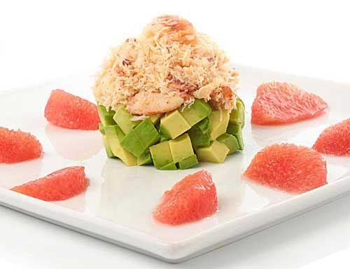 Salada de abacate, pamplemousse e caranguejo.