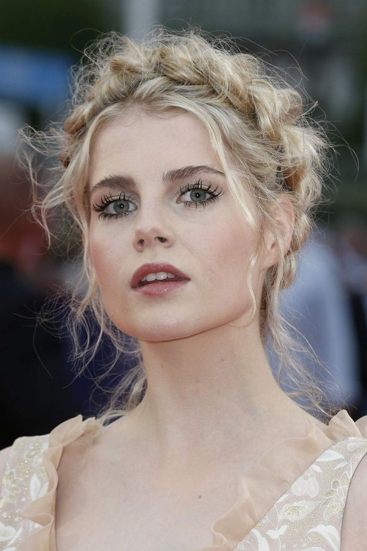 Lucy Boynton  Lucy Boynton  Lucy boynton Beauty habits Natural Makeup