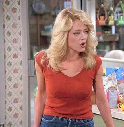 i love Lisa Robin Kelly's hair cut in That 70's Show <3