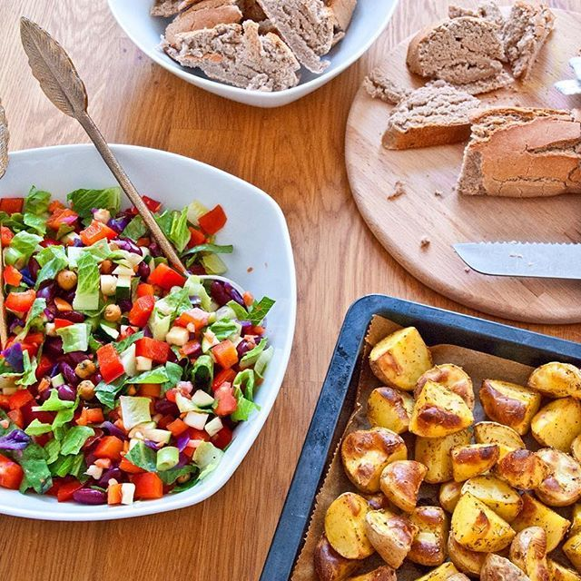 A lovelie Rainbow-Salad, Oven Potato Wedges and a nice self-baked Baguette should be part of any kind of BBQ