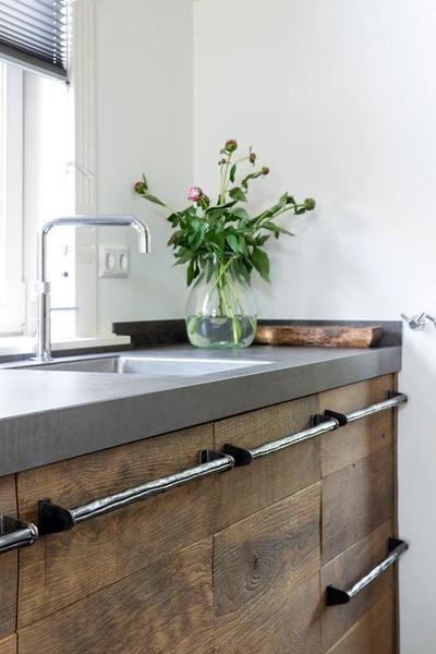 Bekijk de foto van RestyleXL met als titel Mooi! Oud hout in de keuken. Op maat gemaakt door Restyle XL en andere inspirerende plaatjes op Welke.nl.