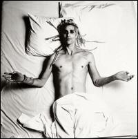 aaahhh perry farrell from janes addiction. i absolutely love this man!!!