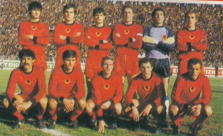 Botões para Sempre: Seleção da Albânia da Brianezi 'duas faixas' 1977-1986