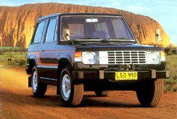 """Les années 1980 : 1ère génération du Pajero. Le """"Pajero"""", un véritable chef d'œuvre du Off-Road 4WD avec la saveur d'une voiture particulière, celle de l'aventure et du baroudeur est lancé."""