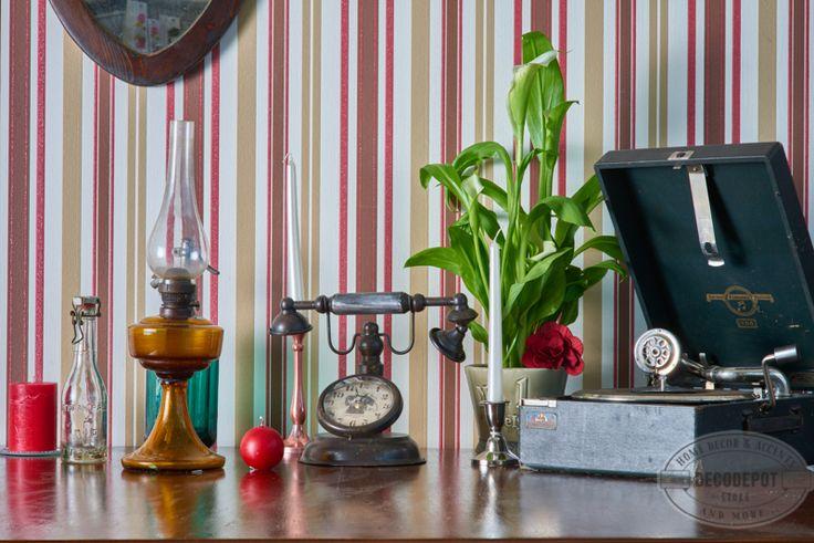 Diverse decorative pentru un mediu de studiu, bibliotecă sau doar pur şi simplu in livingroom. Candle. Pickup. Telephone. Clock. Decoratives. DecoDepot. Brasov.