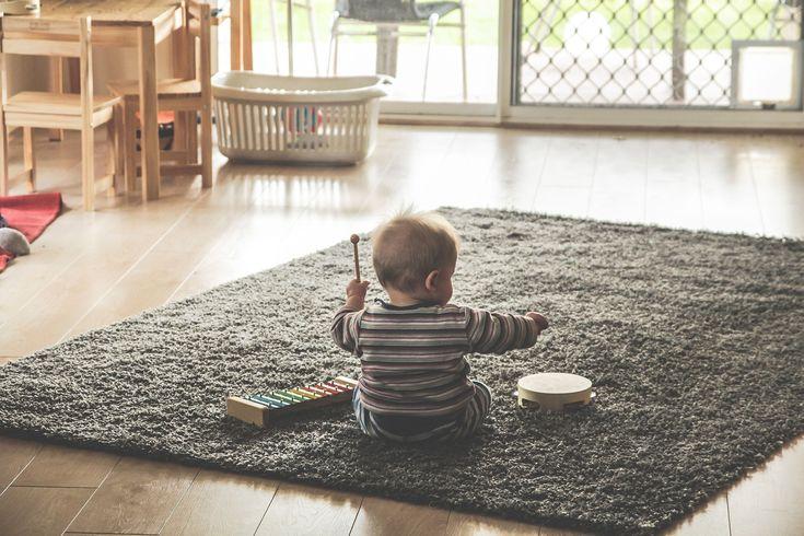 Integracja Sensoryczna  Dziecko poznaje świat i uczy się za pomocą zmysłów. Co się dzieje, kiedy któryś ze zmysłów zawodzi, lub kiedy nie współgrają one ze sobą? Jak poprawnie stymulować rozwój dziecka, jakie zachowania powinny nas zaniepokoić? Zapraszam na wywiad z pedagogiem specjalnym i terapeutą integracji sensorycznej - Aleksandrą Charęzińską. http://www.charezinska.pl/  #rozwójDziecka, #integracjaSensoryczna