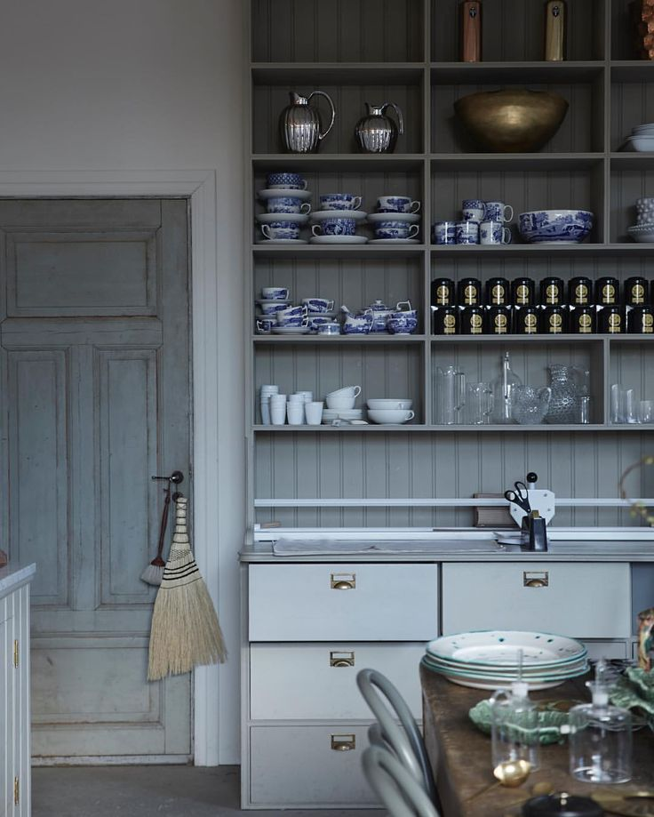 Grey kitchen with open shelves