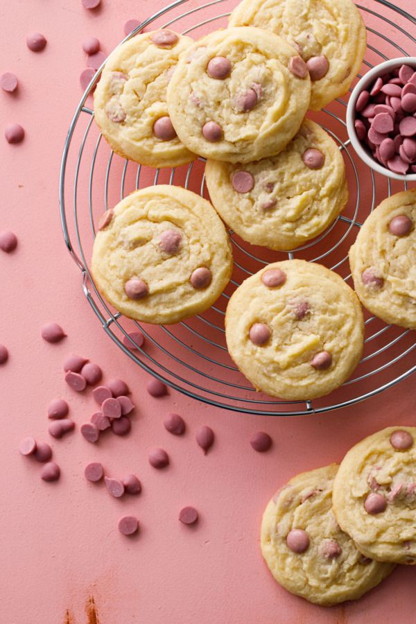 Kakaobutter & Ruby Chocolate Chip Cookies   – Cookies and Bars