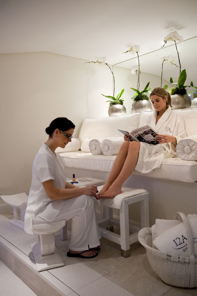 We believe perfect toes are the essential accessory when lounging by the pool! #Spa #nails #12Apostles
