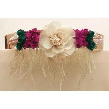 comprar cinturon de flores y plumas dorado para invitada de boda fiesta y eventos con base rigida dorada y plumas de apparentia