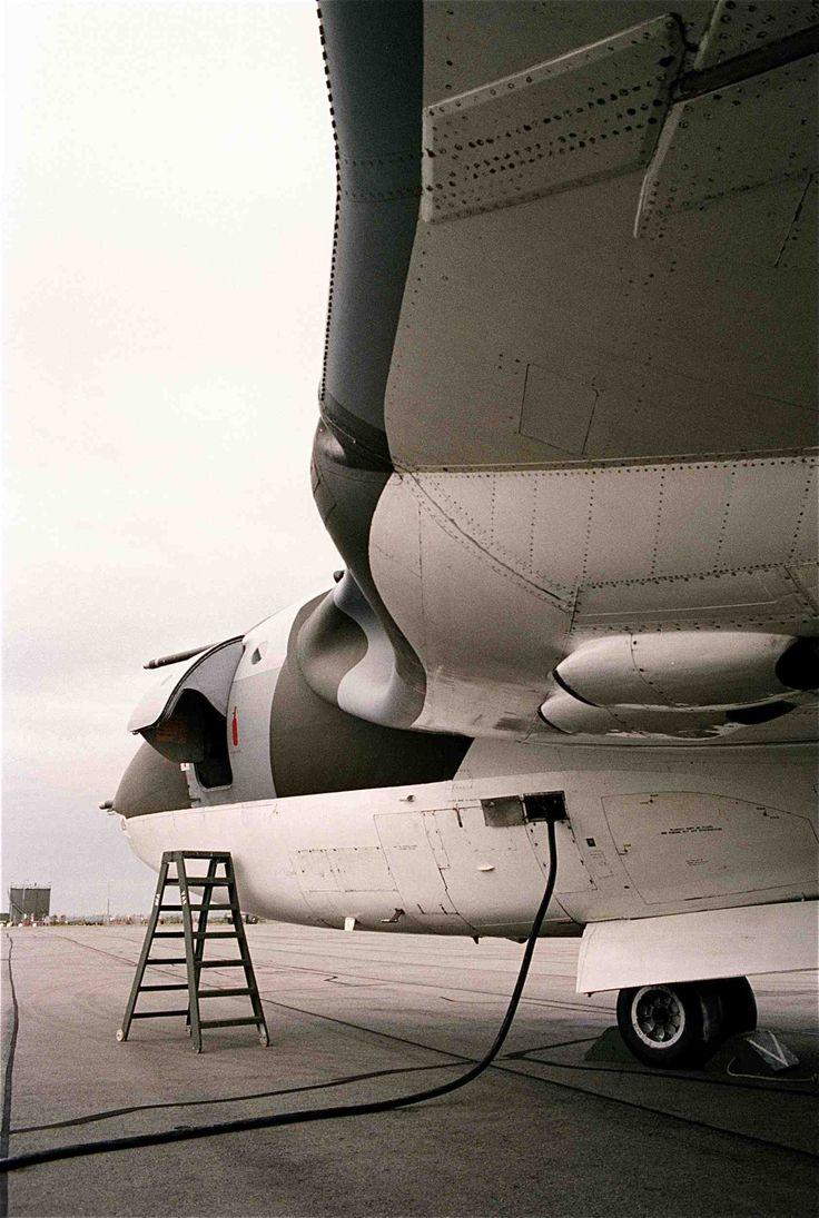 Handley Page Victor. For5se questa foto non dovrebbe stare in questa bacheca... ma è talmente bella che esula dal semplice tema aeronautico, io penso.