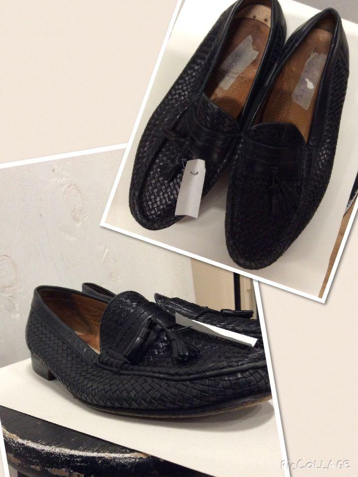 Men's size 11 d black leather weave pattern.