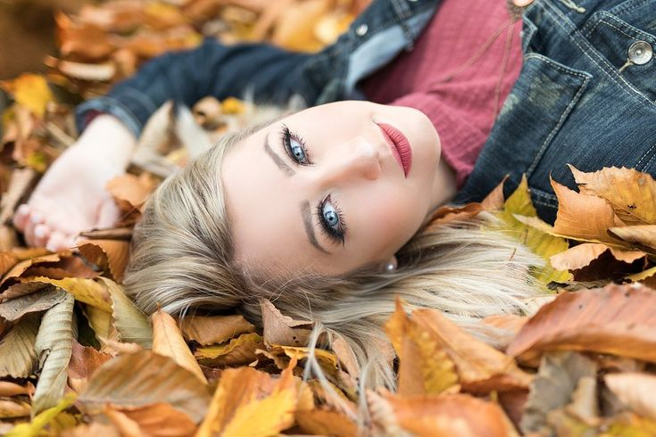 Class of 2019 autumn and fall senior pictures in Youngstown, Ohio during golden …