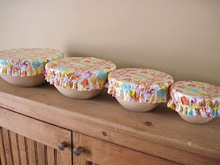 My Itty Bitty Quilts: *Tutorial* Oilcloth Bowl Covers