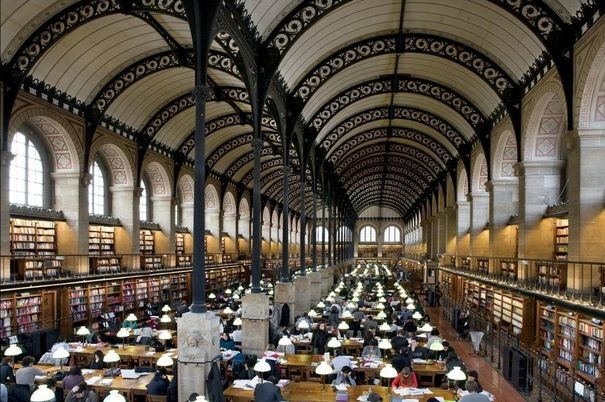 Bibliothèque Sainte-Geneviève,vue d'ensemble de la salle de lecture.