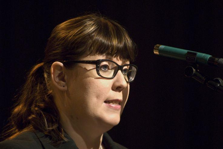 Liikenneministeri Merja Kyllönen 2012 gaalassa.