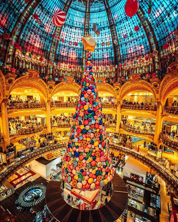 Paris, sapin de Noel 2017 at Galerie Lafayette♠ photo by (@ryadoug) su Instagram: