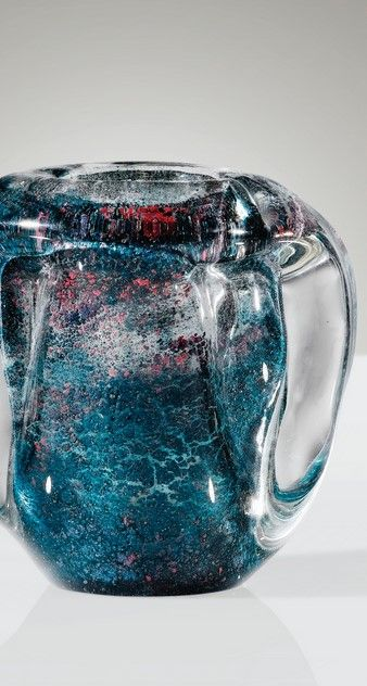 André Thuret VASE, VERS 1950 A GLASS VASE WITH BLUE AND RED INCLUSIONS BY ANDRÉ THURET, CIRCA 1950. SIGNED