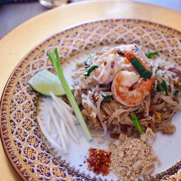 タイ料理教室SIRI KITCHEN: 今日は初級本格タイ料理教室でした🎶🇹🇭12月のメインメニューは #パッタイ です😋✨ . . . . #パッタイ大好き #タイ料理 #タイ料理教室 #タイ料理研究家 #タイ料理レッスン #料理教室 #アジア料理 #エスニック料理 #クッキングラム #クッキング #ライスヌードル #タイ風やきそば #美味しい #タマリンド #フードコーディネート #フードスタイリスト #テーブルコーディネート #お稽古 #習い事 #おうちごはん #おもてなし料理 #sirikitchen #thaifood #thaicooking #cookingschool #padthai #yummy #ผัดไทย #อร่อย