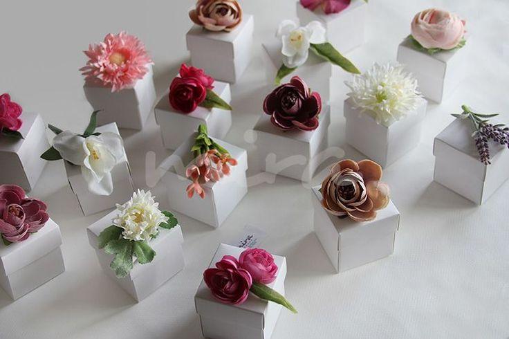 Karışık çiçekli nikah şekeri kutuları