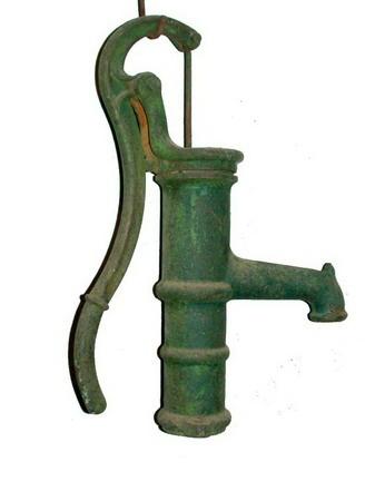 Antiguo grifo de agua con bomba