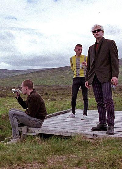 Ewan McGregor, Ewen Bremner & Jonny Lee Miller in Trainspotting