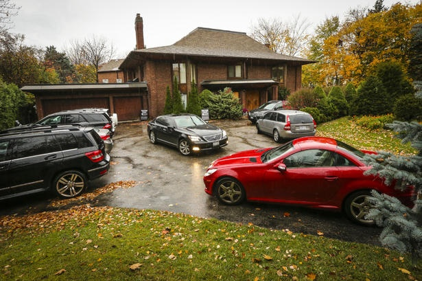 Home up for auction in the Bridle Path Neighbourhood doesn't sell at auction