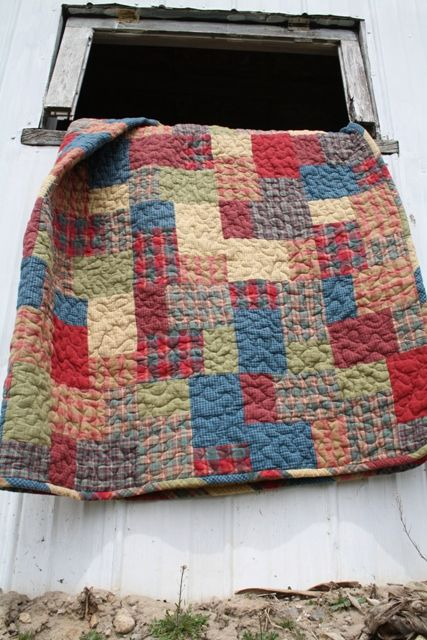 I  LOVE the look of this quilt.  It's made from homespuns, which I also love.  I'm thinking this is one I'm going to make if I can find out the pattern name.