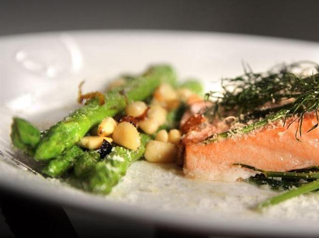 Ovnsbakt laks med dill og asparges - Middagstips - Rimi.no